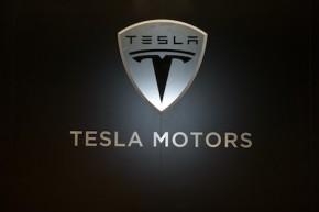 Tesla svolá 53 000 aut kvůli parkovací brzdě