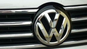 Volkswagen must sell shares in Suzuki