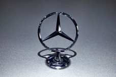 Daimler plans engine factory in Poland