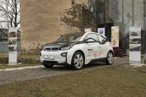 BMW eyes 100,000 electric-car sales in 2017