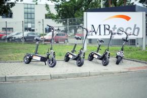 Zaměstnanci MBtech Bohemia jezdí na koloběžkách