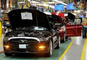 Fordy nejdou na odbyt, výrobce brzdí výrobu