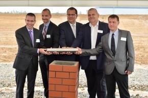 Amazon zahájil stavbu distribučního centra u Dobrovíze
