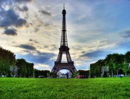 Paříž zavedla ekoplakety pro vjezd do centra