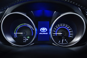 Toyota builds engine for hybrid cars in Poland