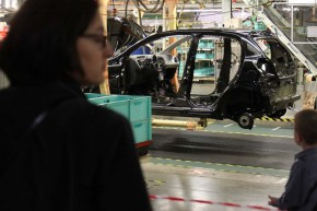 Toyota, PSA extend shutdown at Czech plant