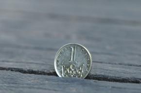 Centrální banka na druhý pokus vyděsila korunu