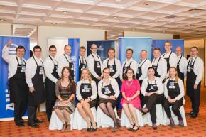 Šéfové Allianz a KPMG obsluhovali seniory