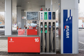 New Benzina fuels remove most engine deposits