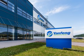 Yanfeng is honored with the Top Employer Award