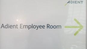 Adient horečně shání zaměstnance