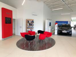Autobond otevřel showroom Toyoty v Ostravě
