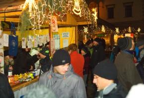Koyo nabídlo vánoční punč na náměstí