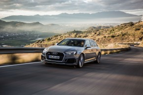 Prodejci Audi nabízejí nový RS 4 Avant
