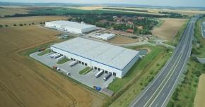 Accolade koupil industriální budovu u Prahy