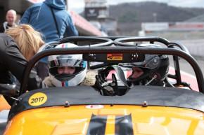 LeasePlan vozil děti na autodromu v Caterhamech