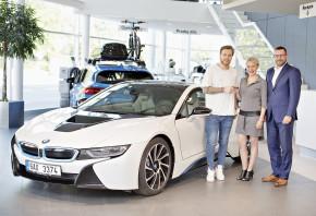 Pastrňák jezdí plug-in hybridním BMW i8
