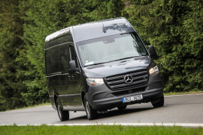 Mercedes testoval nové Sprintery v Motorlandu