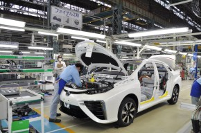 Toyota Mirai prý ujede tisíc kilometrů
