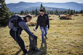 Škodováci pomáhali lesům v Krkonoších