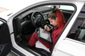 Porsche ČR rozšíří projekt QHERO na 14 škol