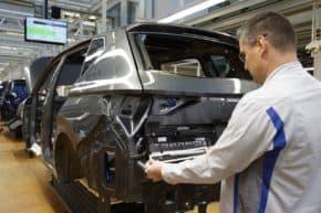 SEAT restarts production after street protests forced halt