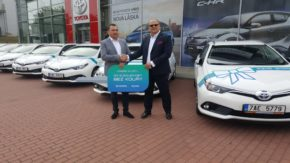 Toyota předala flotilu Aurisů do Philip Morris