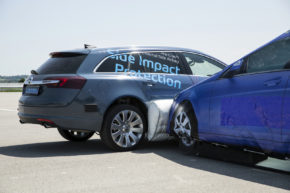 ZF představila vnější airbag, byli jsme u testu