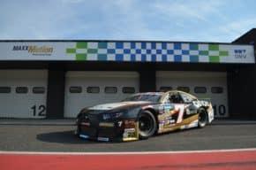 Most: vozy NASCAR tankují OMV MaxxMotion