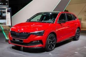 Škoda posiluje online prodeje o skladové vozy
