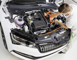 Skoda expects 15,000 sales for Superb plug-in hybrid