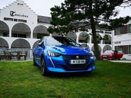 Porotci COTY testovali elektrifikovaný Peugeot 208