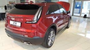 Blažek předvedl novinářům Cadillac XT4
