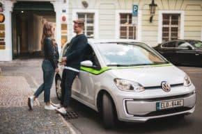 GreenGo nasadila v Praze sto sdílených elektromobilů