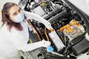 Škoda podpořila technické obory v Kvasinách