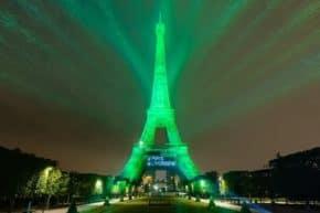 Toyota rozzářila Eiffelovku světlem z vodíku