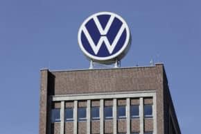 O stavbu gigafactory mají zájem LG a Volkswagen